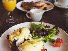 traditional eggs benedict