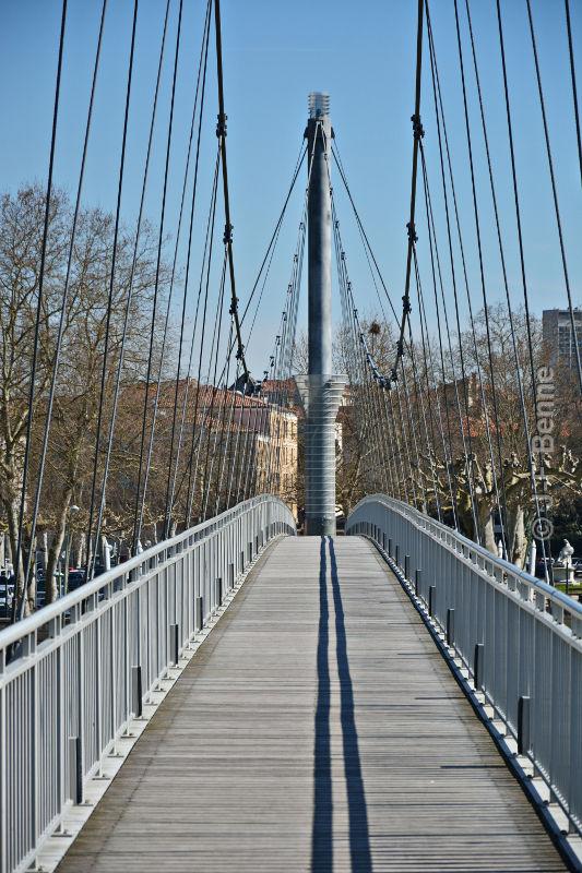 Agen footbridge